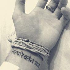 手腕上的印度文纹身图案