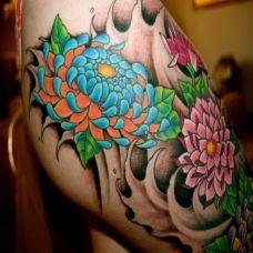 大腿上的蓝色菊花纹身图案