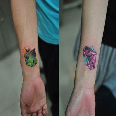 手腕上的钻石纹身图案