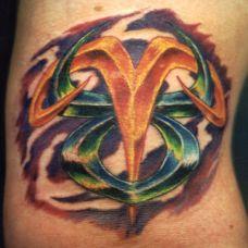 大臂上的星座白羊座纹身图案