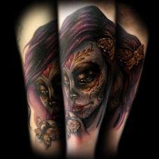 小臂上的deadgirl飞蛾纹身图案