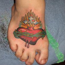脚面上的荆棘心纹身图案