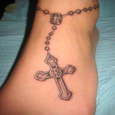 脚腕上的十字架脚链纹身图案