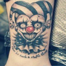 小臂上的小丑纹身图案