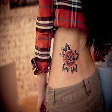 后腰上的梵花纹身图案