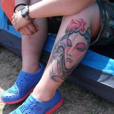 小腿上的青衣花旦纹身图案