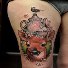 大腿上的小鹿纹身图案