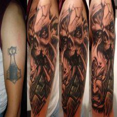 大臂上的遮盖恶魔纹身图案