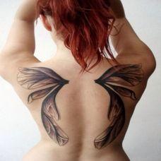 满背蝴蝶翅膀纹身图案