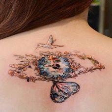 后背上的眼睛蝴蝶纹身图案