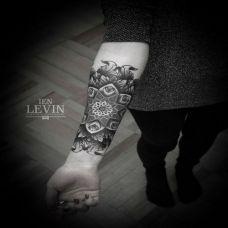 小臂内侧的梵花纹身图案