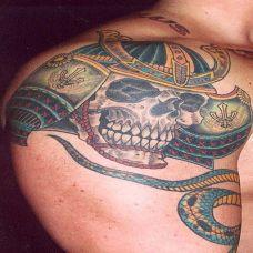 大臂上的鬼武士头纹身图案