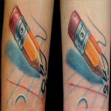 小臂上的铅笔纹身图案