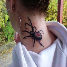 脖子上的蜘蛛纹身图案