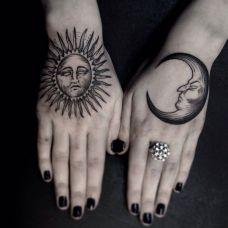 左手月亮右手太阳纹身图案