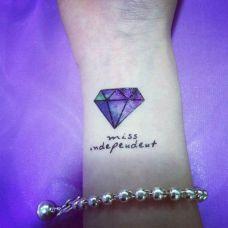 手腕英文彩色钻石纹身图案