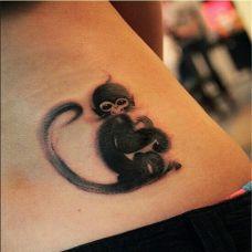 侧腰上的可爱猴子纹身图案