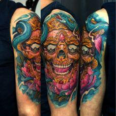 大臂上的牡丹嘎巴拉纹身图案