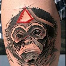 大臂上的印度猴子纹身图案