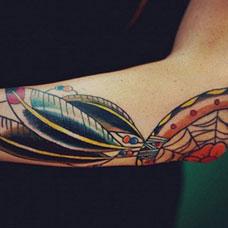 胳膊肘上的捕梦网纹身图案
