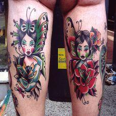 大腿上的玫瑰花美女蝴蝶纹身图案