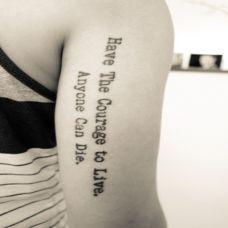 大臂上的英文纹身图案