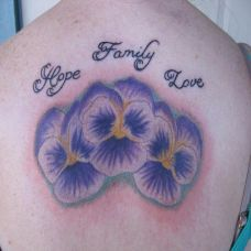 后背上的木槿花英文纹身图案