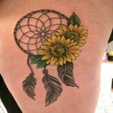 腿上的向日葵捕梦网纹身图案