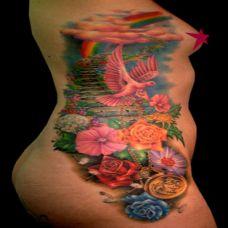腰侧的百花飞鸟纹身图案