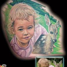 后背上的小男孩小鹿纹身图案