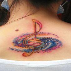 脖子后面的音乐符号纹身图案