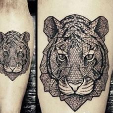 小腿上的老虎头纹身图案