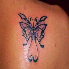 后背肩胛骨上的蝴蝶美人纹身图案