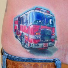 腰侧的汽车纹身图案