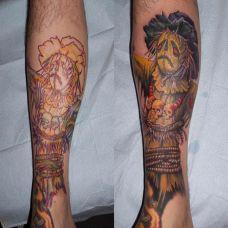 小腿上的遮盖稻草人纹身图案