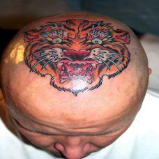 头顶的老虎头纹身图案