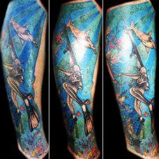 小腿上的海底世界潜水员的纹身图案