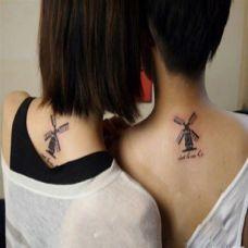 脖子后面的风车情侣纹身图案