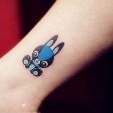 小臂上的兔子纹身图案