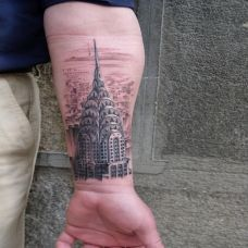 小臂上的城堡纹身图案