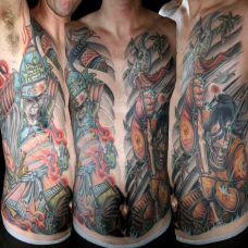胸腹部的武士纹身图案