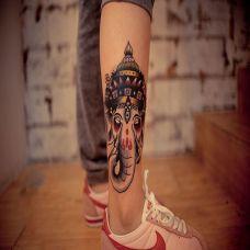 小腿上的象神纹身图案