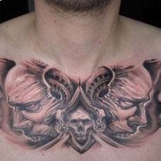 胸前的恶魔头纹身图案