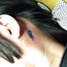 耳后按钮纹身