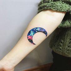 月夜凄美,手臂星空月亮彩绘纹身