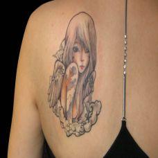 背部的美女小天使纹身