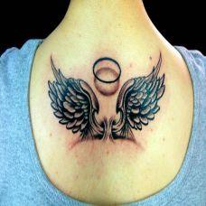 背部天使翅膀纹身