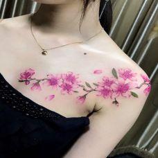 桃花盛放,披肩桃花彩绘纹身