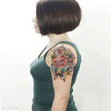 招蜂引蝶,手臂蝴蝶与鲜花彩绘纹身