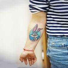 童话中的小可爱,手臂兔八哥卡通纹身